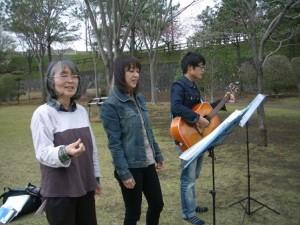 4月15日公園3人ライブ私撮影